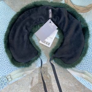 Urban Outfitters faux fox collar - NWT!